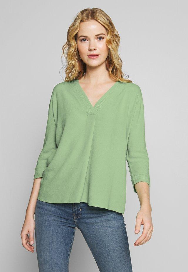 Blus - soft green