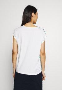 More & More - NON SLEEVE - Blouse - off white/multi-coloured - 2