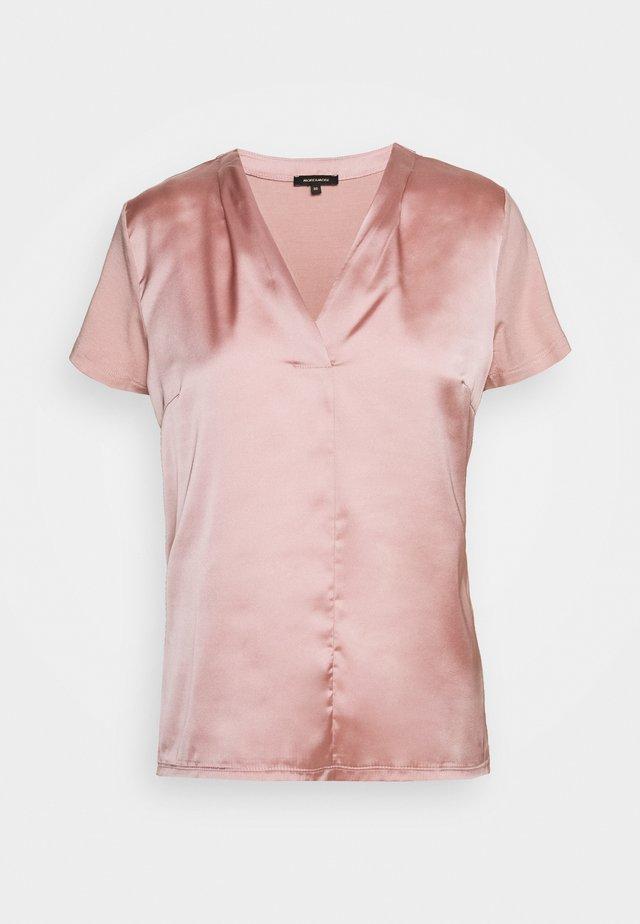 Blus - pastel rose