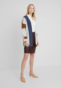 More & More - CARDIGAN - Gilet - amber gold/multicolor - 1