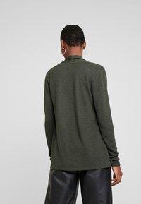 More & More - Vest - dark leaf - 2