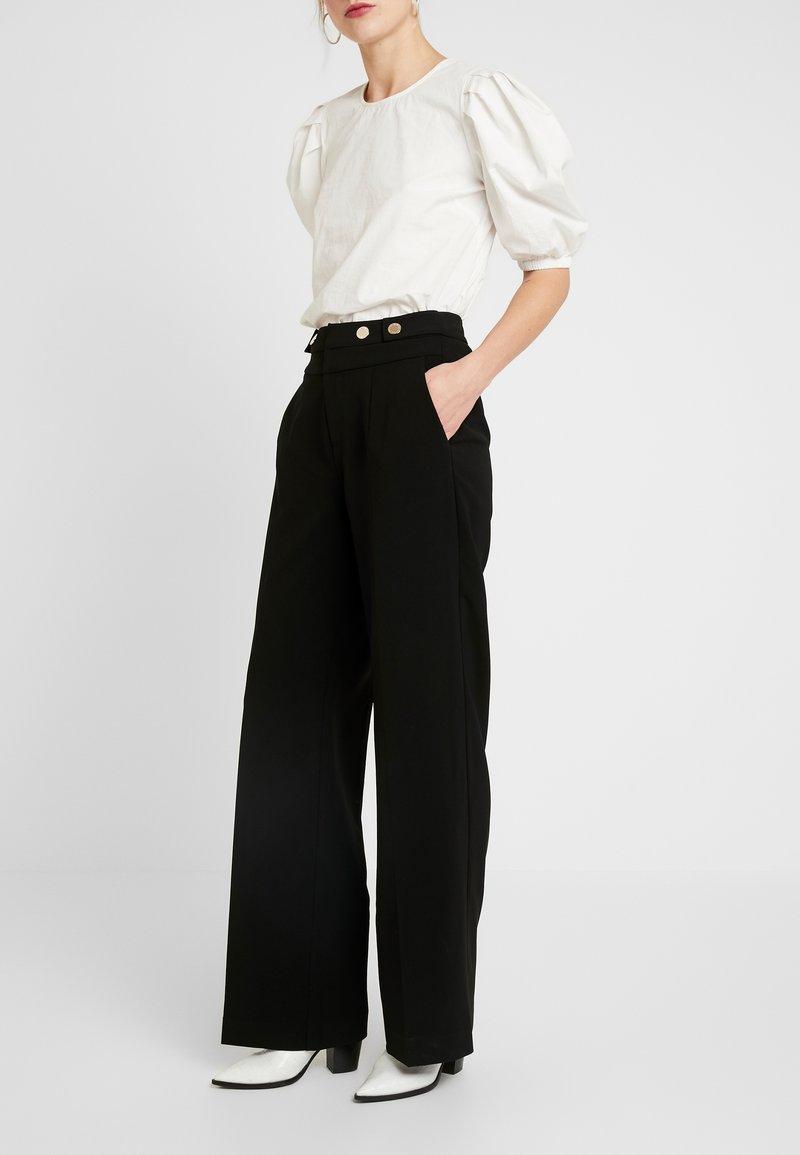 Morgan - POLO - Spodnie materiałowe - noir