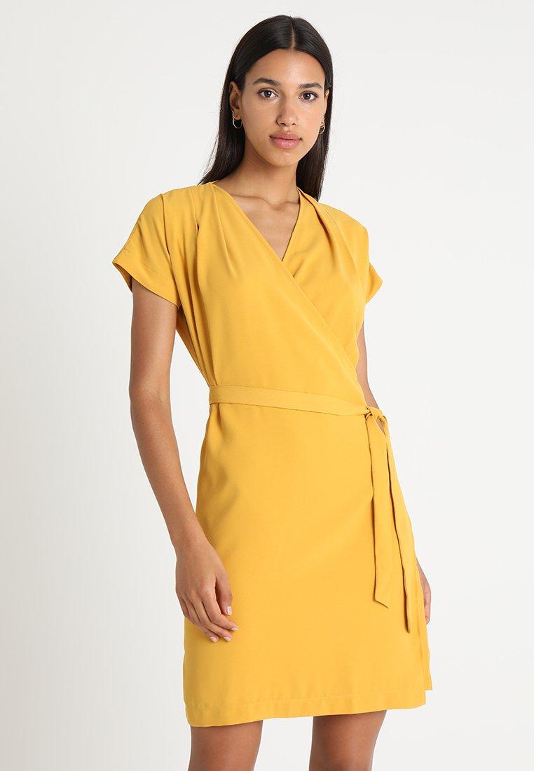 Morgan - ROTTO - Robe d'été - moutarde