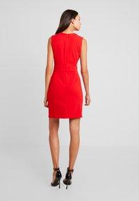 Morgan - Vestido de tubo - rouge - 3