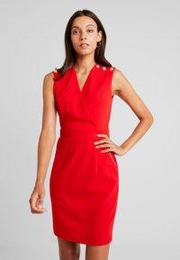 Morgan - Vestido de tubo - rouge - 0