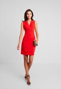 Morgan - Vestido de tubo - rouge - 2