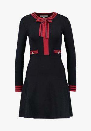 Vestido de punto - marine/lisptick