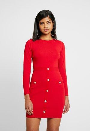 Pouzdrové šaty - ruby