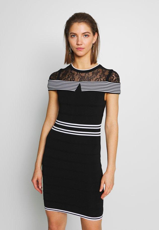 RMKOLA - Korte jurk - noir