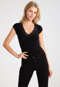 Morgan - DTAG - T-shirt med print - noir - 0