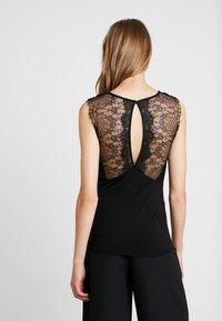 Morgan - DUNE - Print T-shirt - noir - 2