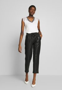Morgan - DERRIE - T-shirts med print - off-white - 1