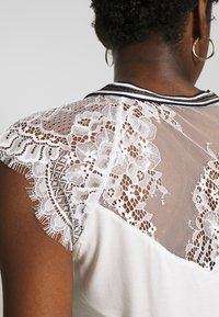 Morgan - DERRIE - T-shirts med print - off-white - 5