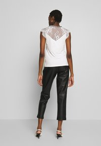 Morgan - DERRIE - T-shirts med print - off-white - 2