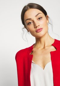 Morgan - BLOCK - Cardigan - rouge/marine - 3