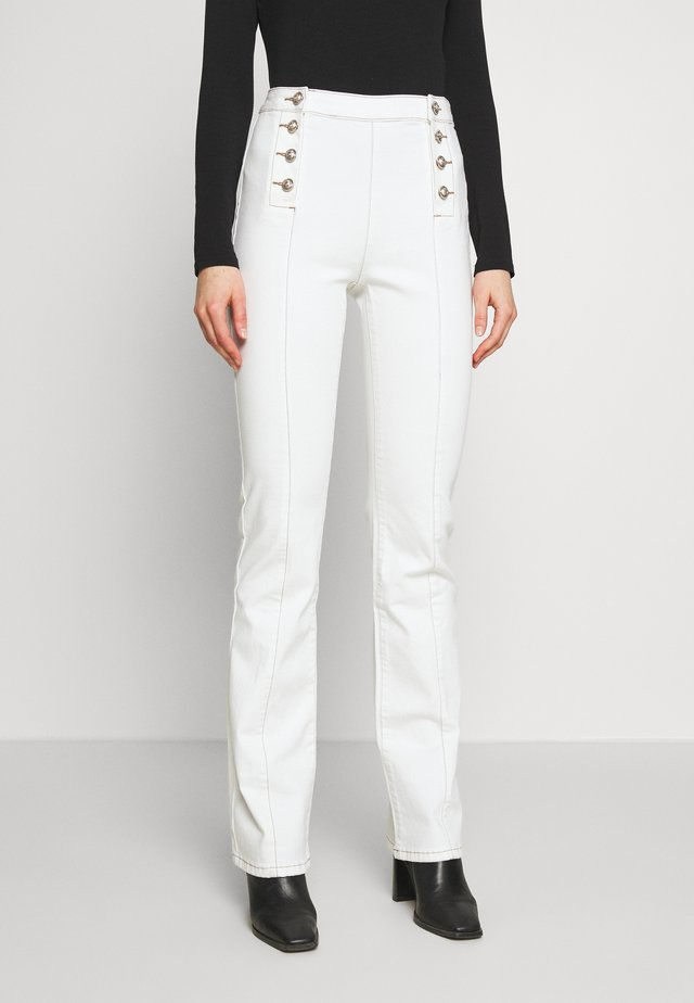 PIXIE - Jeansy Dzwony - off white