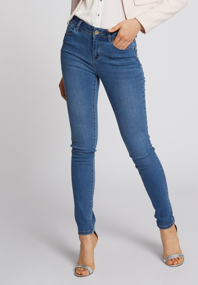 WITH POCKETS - Jean slim - bleached denim