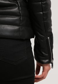 Morgan - CRAIE - Veste en similicuir - noir - 6