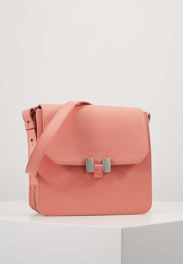 TILDA TABLET MINI - Olkalaukku - coral crush