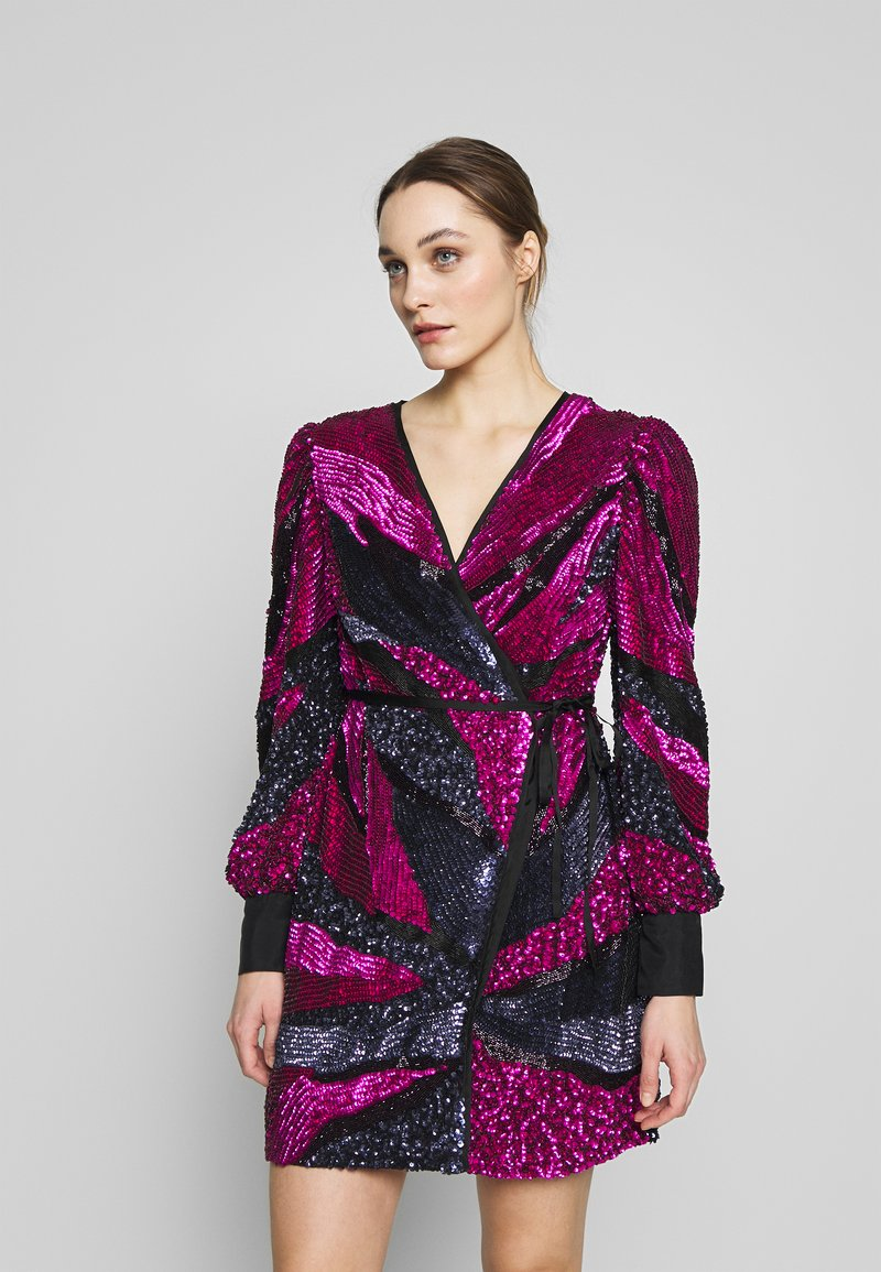 MANÉ - SOFIA WRAP DRESS - Juhlamekko - washed black/magenta