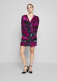 MANÉ - SOFIA WRAP DRESS - Juhlamekko - washed black/magenta - 1