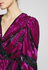 MANÉ - SOFIA WRAP DRESS - Juhlamekko - washed black/magenta - 4