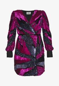 MANÉ - SOFIA WRAP DRESS - Juhlamekko - washed black/magenta - 6
