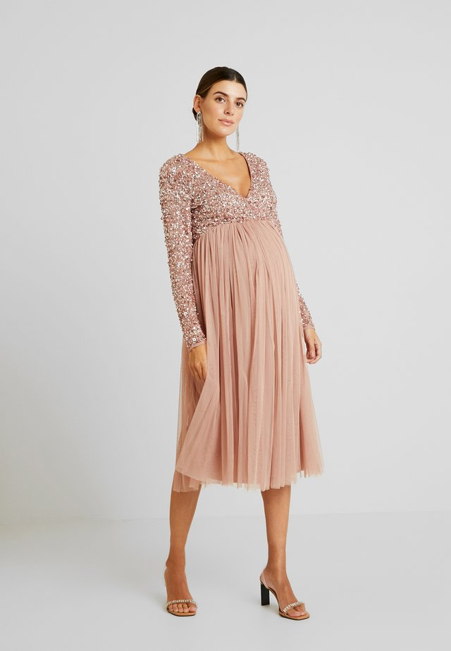 LONG SLEEVE WRAP MIDI DRESS WITH DELICATE SEQUIN EMBELLISHMENT - Cocktailkjoler / festkjoler - pale mauve