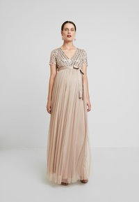Maya Deluxe Maternity - STRIPE EMBELLISHED V NECK MAXI DRESS WITH TIE BELT - Vestido de fiesta - nude - 2