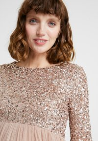 Maya Deluxe Maternity - LONG SLEEVE DELICATE SEQUIN MAXI DRESS WITH SKIRT - Ballkjole - taupe blush - 6