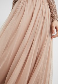 Maya Deluxe Maternity - LONG SLEEVE DELICATE SEQUIN MAXI DRESS WITH SKIRT - Ballkjole - taupe blush - 4
