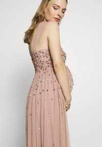 Maya Deluxe Maternity - CLUSTER SEQUIN EMBELLISHED DRESS - Vestido de fiesta - taupe blush - 3