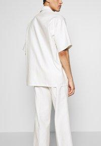 Martin Asbjørn - DICKIE  - Shirt - white pinstripe - 3