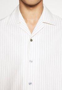 Martin Asbjørn - DICKIE  - Shirt - white pinstripe - 7