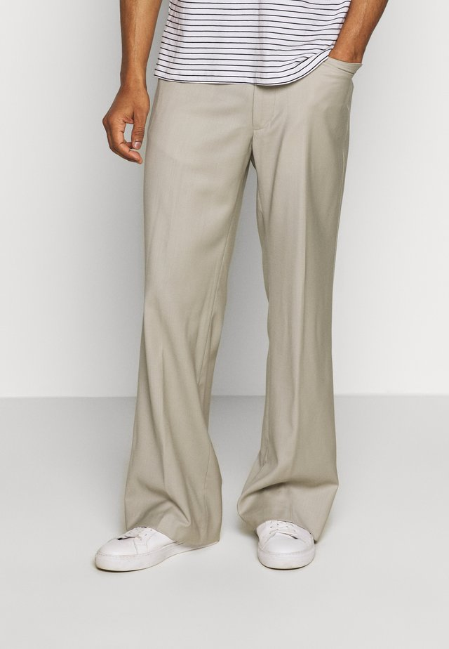 GREENLEAF TROUSERS - Bukser - stone