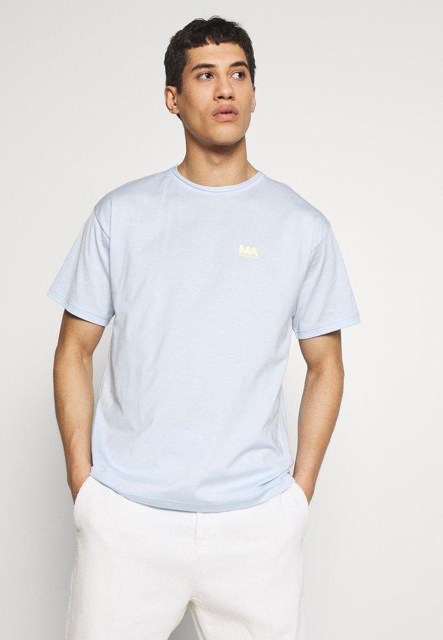GREG TEE - Print T-shirt - ballad blue