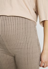 Missguided Maternity - MATERNITY FLARE - Bukse - pink - 4