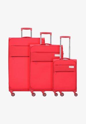 3 SET - Luggage set - red