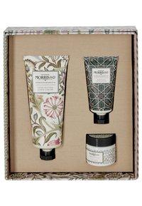 Morris & Co - JASMIN & GREEN TEA HAND CARE TREATS - Bath and body set - - - 1