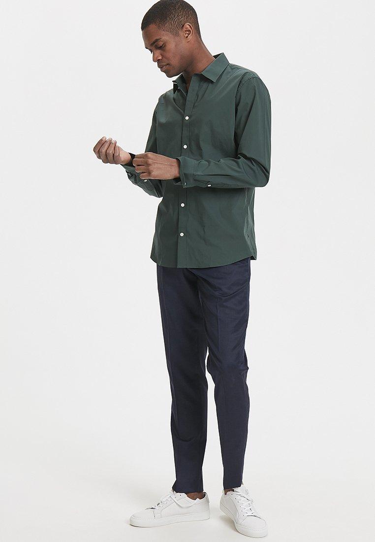 Matinique - ROBO - Skjorter - dark green
