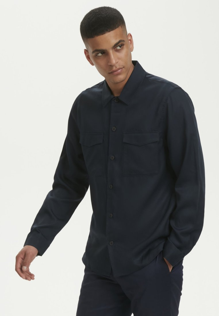 Matinique - LOWANMA - Shirt - dark navy