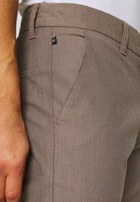 Matinique - MAPRISTU - Trousers - warm khaki - 5