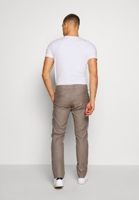 Matinique - MAPRISTU - Trousers - warm khaki - 2