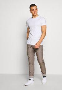 Matinique - MAPRISTU - Trousers - warm khaki - 1