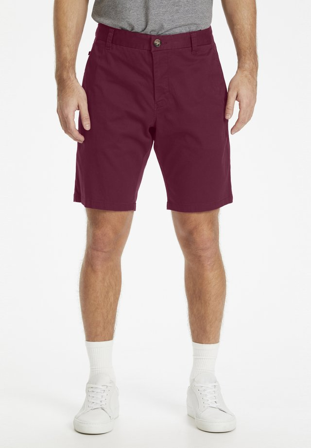 MAPRISTU SH CHINO - Shorts - grape wine