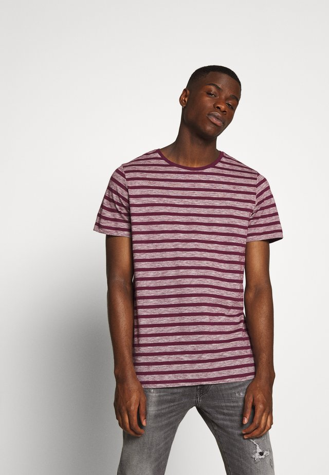 JERMANE - T-Shirt print - grape wine