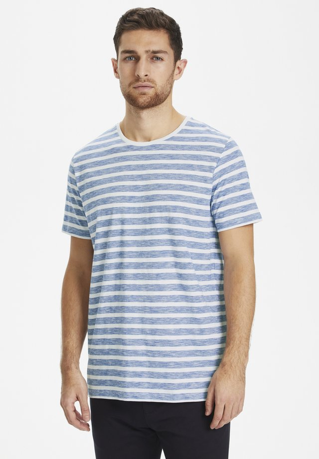 MAJERMANE MINI STRIPE - Print T-shirt - mediterranien blue