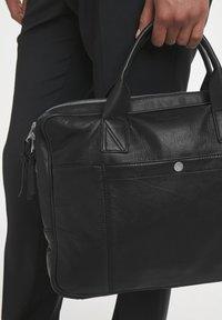 Matinique - COMMUTERMA - Briefcase - black - 2
