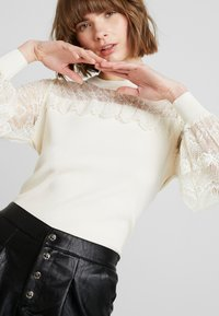 Molly Bracken - LADIES - Stickad tröja - offwhite - 4