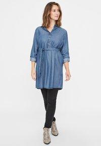 MAMALICIOUS - Vestito di jeans - dark blue denim - 1